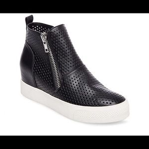 BNIB Steve Madden Wedgie-P black sneakers